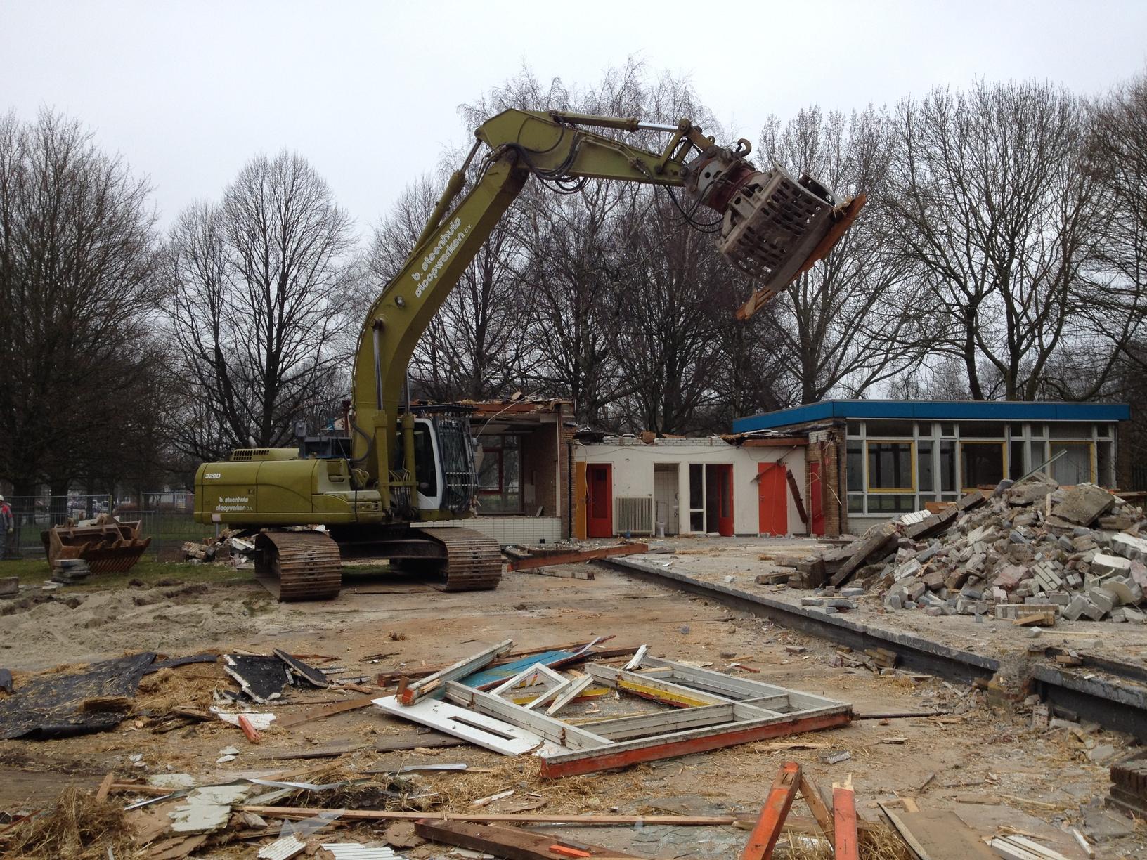 Sloopwerkzaamheden begonnen voor bouw gezondheidscentrum